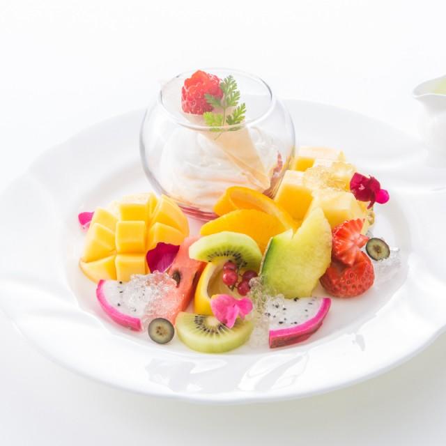 生花と果物のマリアージュが美しい<br>春を彩るプレートデザート