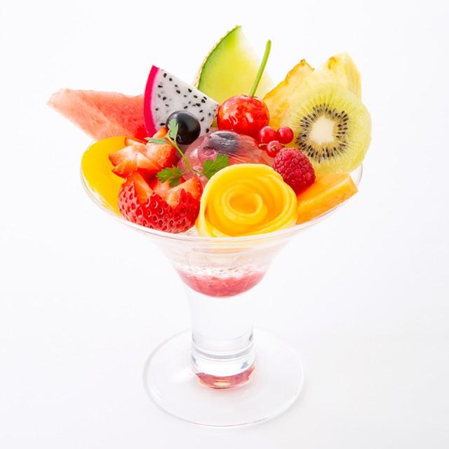 15種類のフルーツが華やぐ<br>春にぴったりなフルーツパフェ