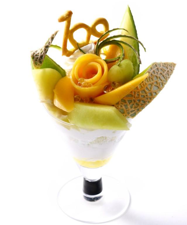 100周年限定の静岡県産マスクメロンと<br /> 国産マンゴーのパフェです